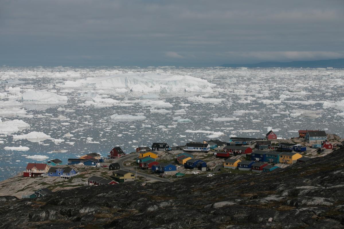 Arctic, Arktis, Greenland, Grönland, West Coast, Westküste, Disko Bay, Diskobucht, Ilulissat, Iceberg, Eisberg, Sea, Meer, Water, Wasser, House, Haus, Hans-Joachim Eggert