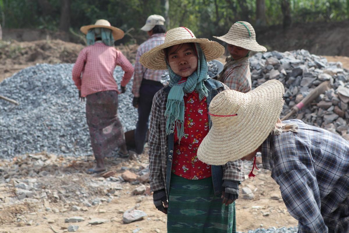 Asia, Asien, Myanmar, Shan State, Nyaung Shwe, People, Portrait, Women, Frau, Work, Arbeit, Hans-Joachim Eggert