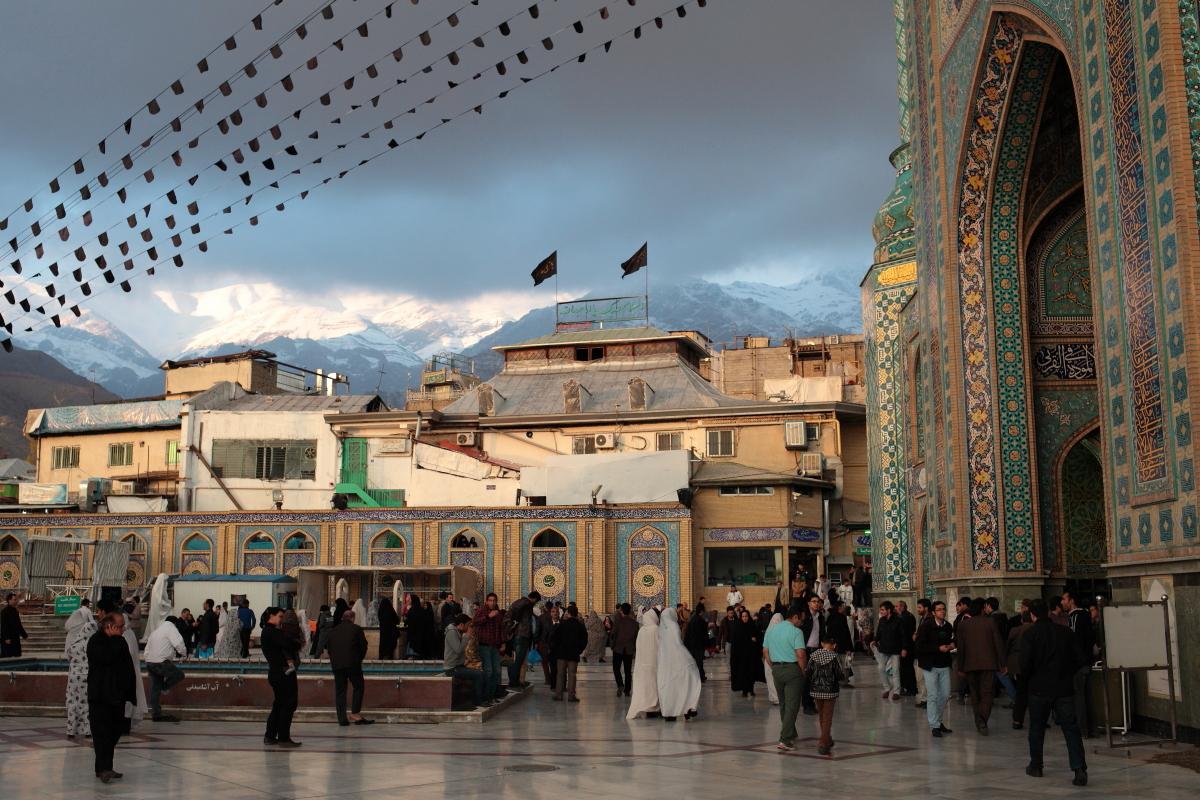 West Asia, Vorderasien, Asien, Iran, Tehran, Teheran, Imāmzādeh Sāleh Mosque, Moschee People, Portrait, Women, Frau, Hans-Joachim Eggert