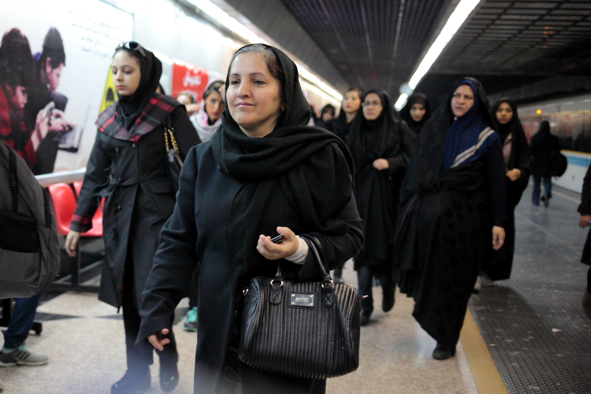 West Asia, Vorderasien, Asien, Iran, Tehran, Teheran, People, Portrait, Women, Frau, Subway, Metro, Train, Hans-Joachim Eggert