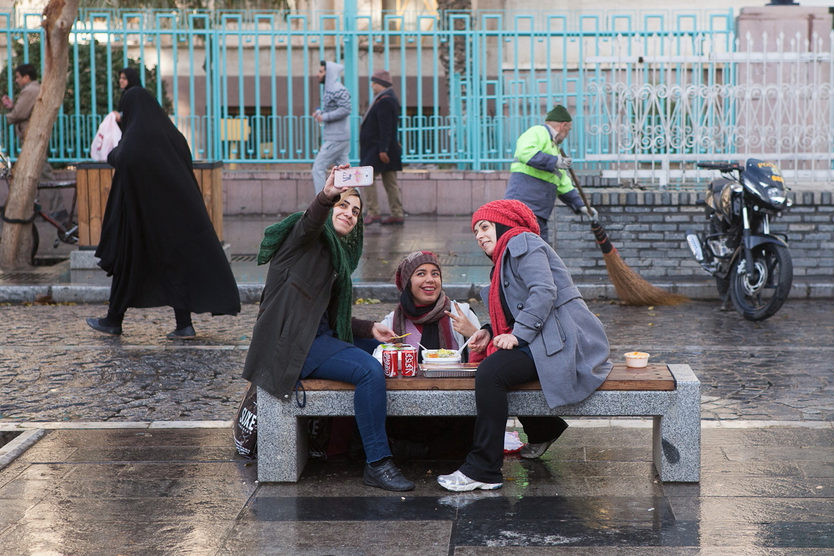 West Asia, Vorderasien, Asien, Iran, Teheran, Tehran, Bazar, Basar, Women, Frau, People, Portrait, Hans-Joachim Eggert