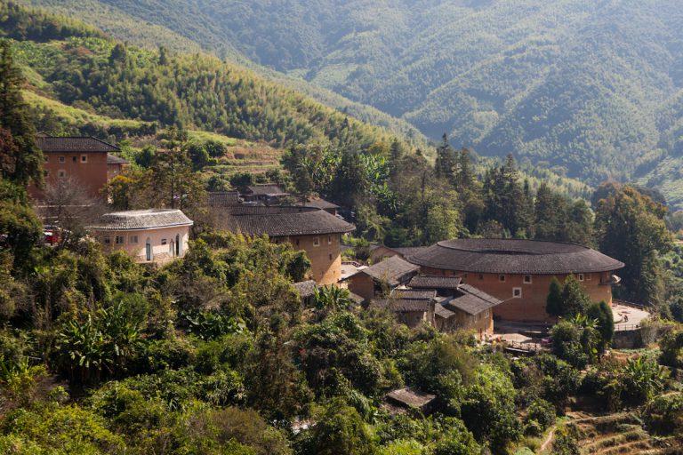 Tolou in Tianluokeng. Tolou sind Lehmrundbauten, und gehören zur Volksgruppe der Hakka, die es nur im Südosten Chinas gibt. Tianluokeng - Fujian - China