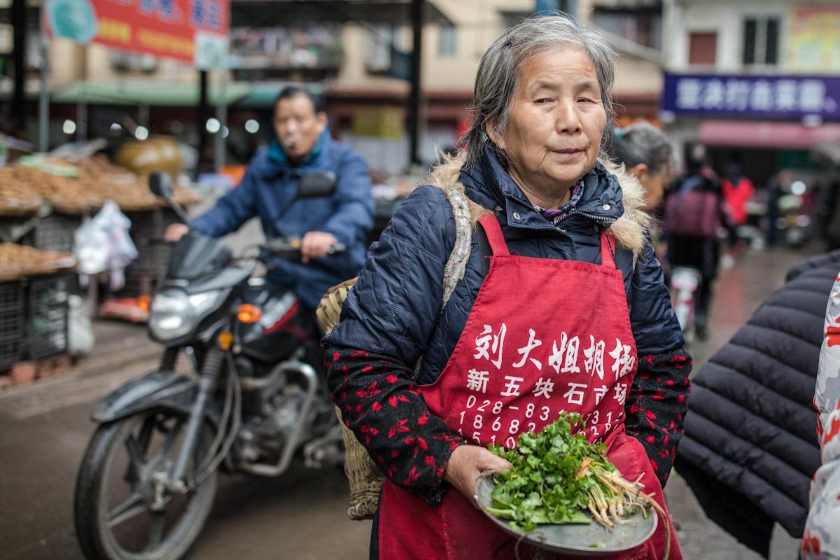 Auf dem Marktplatz in Qianwei - Sichuan - China