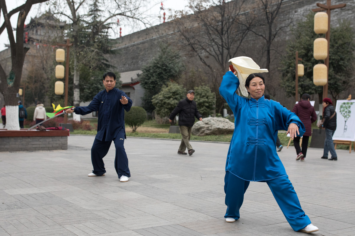 Taichi im Huancheng Park vor der Stadtmauer in Xi'an - Shaanxi - China