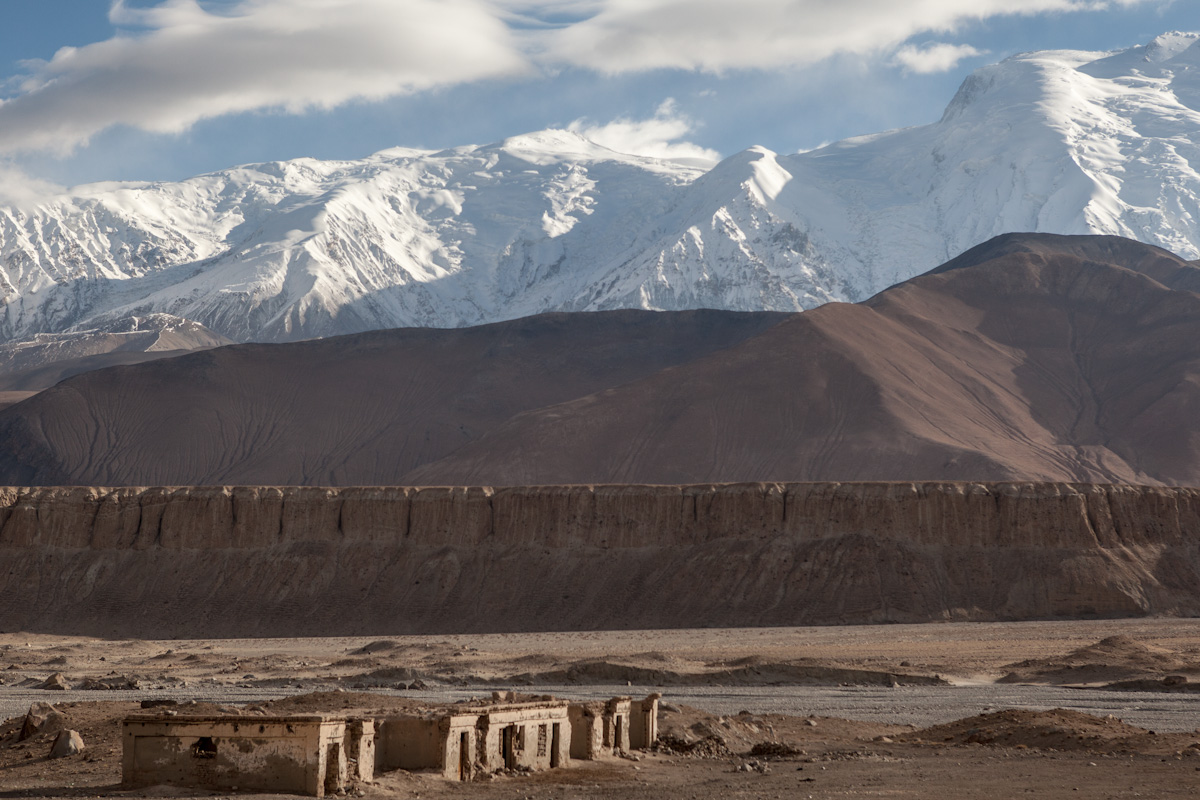 Eine verlassene Siedlung entlang der Sarikol Gebirgskette im Karakorum. Xinjiang - China