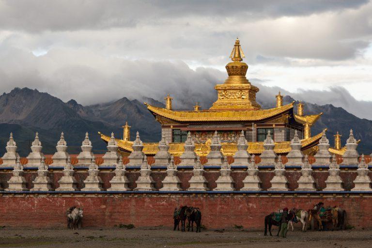 Muya Golden Tower bei Tagong - Autonome Präfektur Garzê Tibet - China