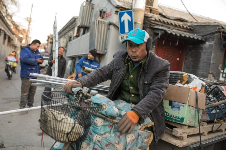 Feierabendverkehr in den Hutongs in Peking - China