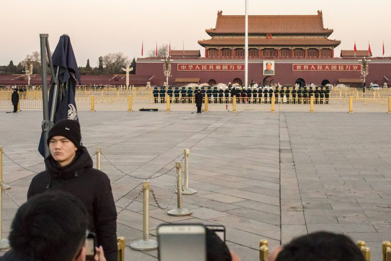 Zeremonie zum Hissen der Nationalflagge Chinas. Peking - China