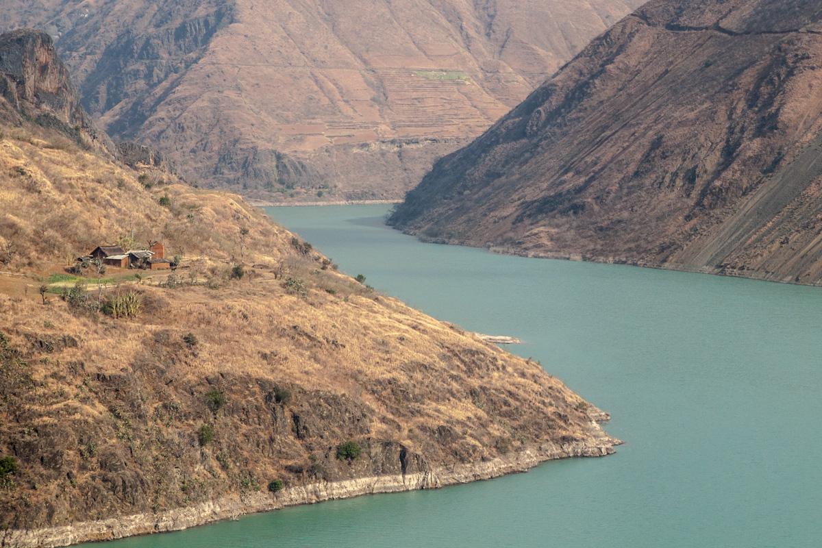 Jinsha Fluss in der Nähe von Ruobei Yongsheng - Yunnan - China