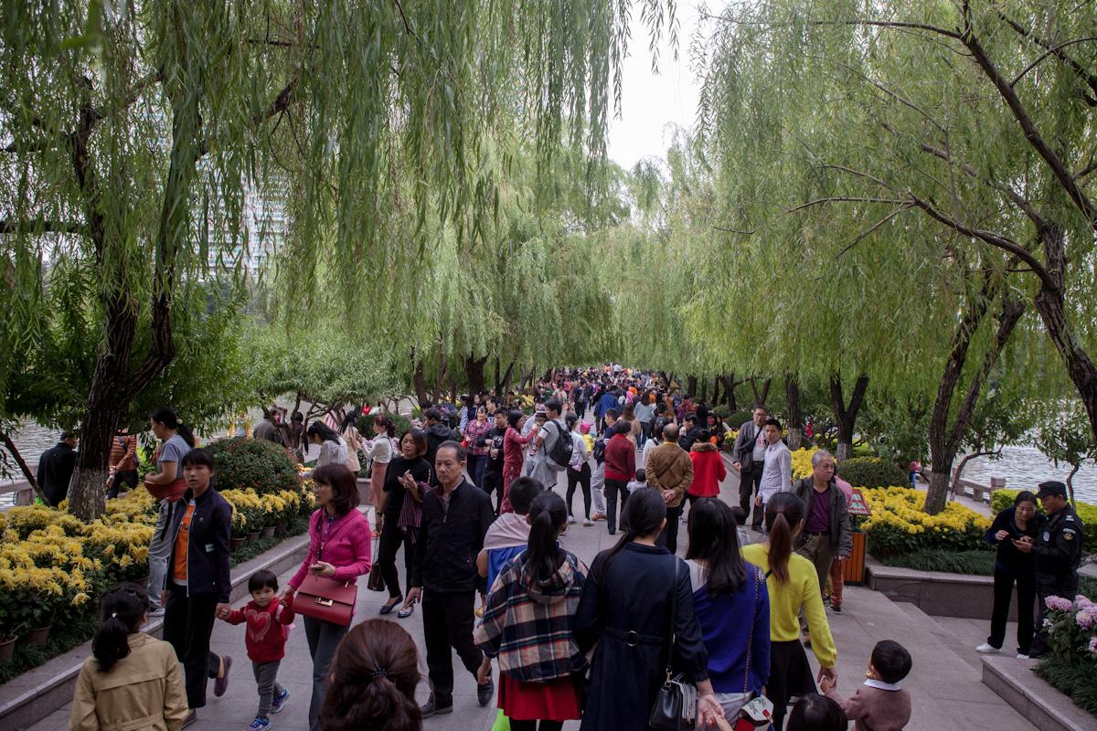 Am Sonntagnachmittag wird der West Lake Park in Fuzhou von vielen Bewohnern gern besucht. Fuzhou - Fujian - China