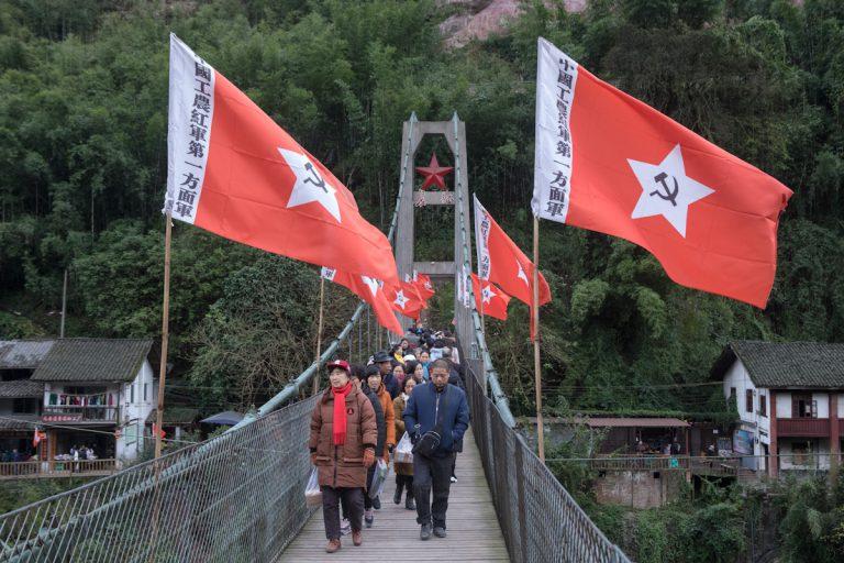 Der lange Marsch 1934/35 unter Mao Zedong führte über die Hängebrücke in Bing'an. Diese überspannt den Fluss Chishui. Die Brücke ist bei chinesischen Touristen ein beliebtes Ausflugsziel. Bing'an - Guizhou - China
