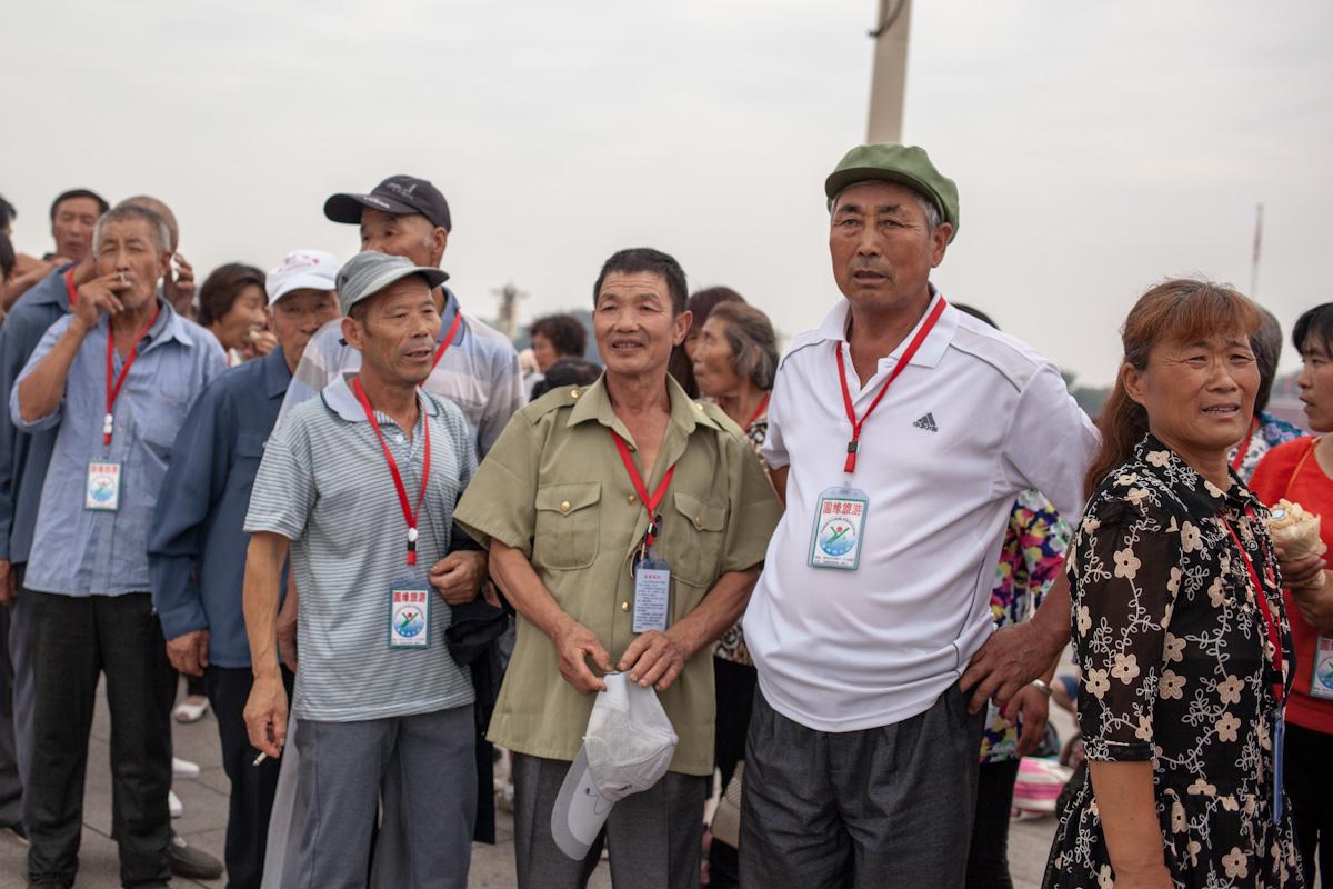 Eine chinesische Reisegruppe besucht den Platz des Himmlischen Friedens.  tiananmen platz square Peking Peking - China