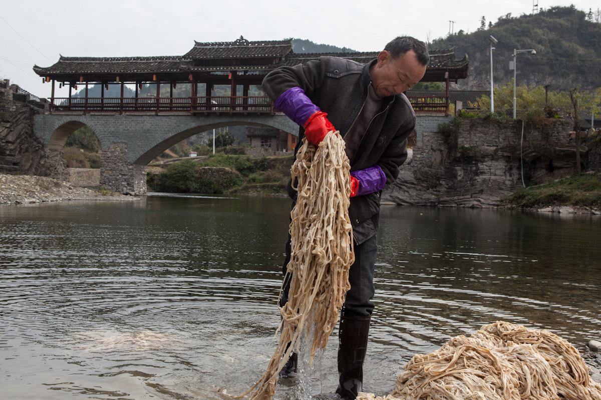 Asia, Asien, China, Guizhou, Shiqiao, Papermaking, Woman, Frau, Work, Arbeit, Portrait, Poeple, Hans-Joachim Eggert