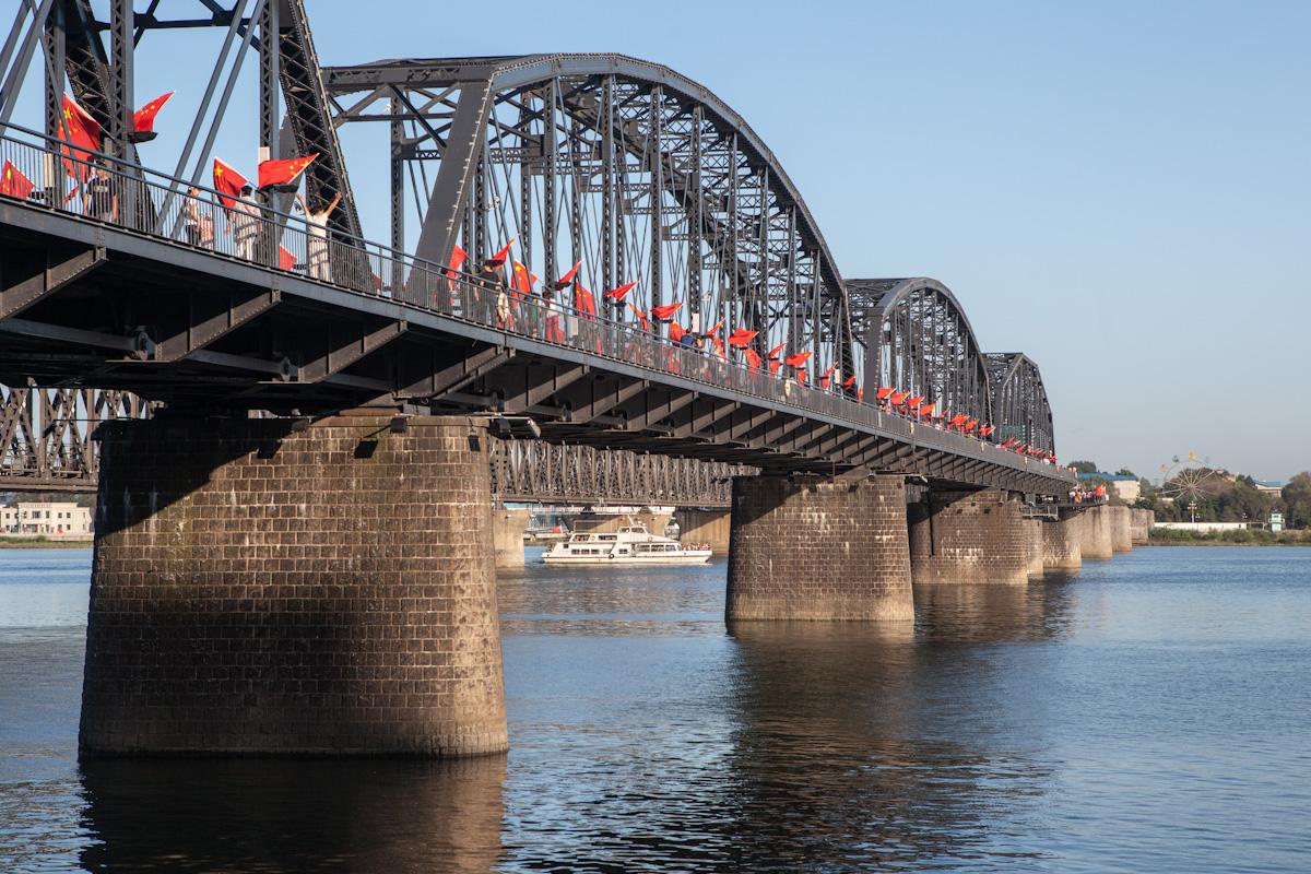 Chinesisch-koreanische Freundschaftsbrücke Dandong Liaoning China Fluss Yalu