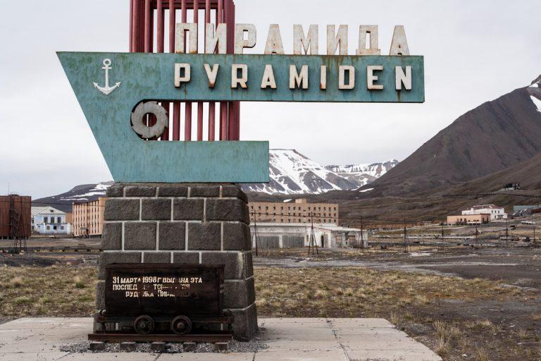 arktis arctic spitzbergen svalbard pyramiden verlassener ort lost places