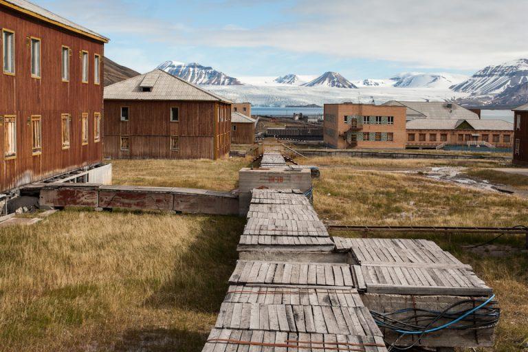 arktis arctic spitzbergen svalbard pyramiden haus house verlassener ort lost places nordenskiöldbreen