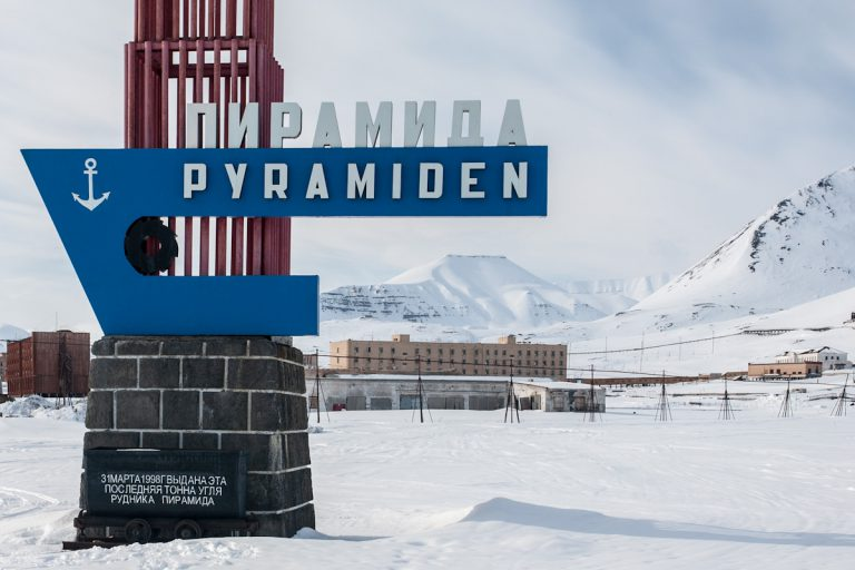arktis arctic spitzbergen svalbard pyramiden verlassener ort lost places winter schnee snow