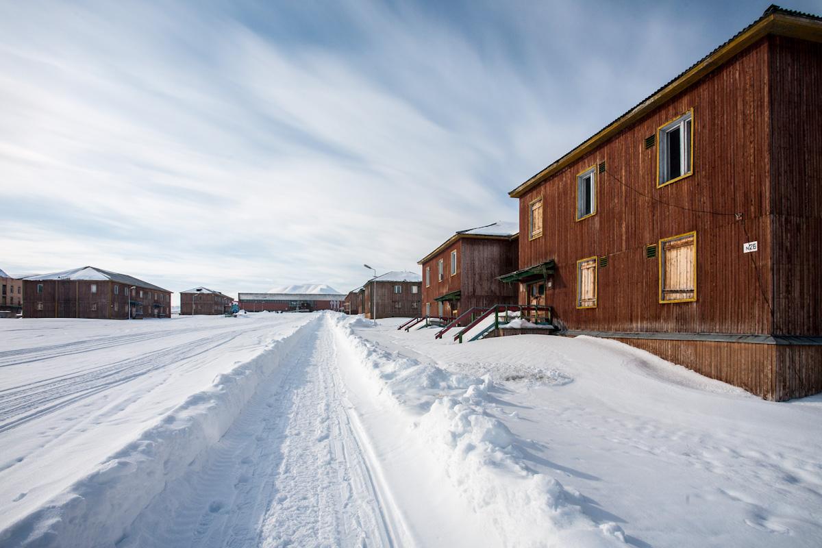 arktis arctic spitzbergen svalbard pyramiden haus house verlassener ort lost places winter snow schnee