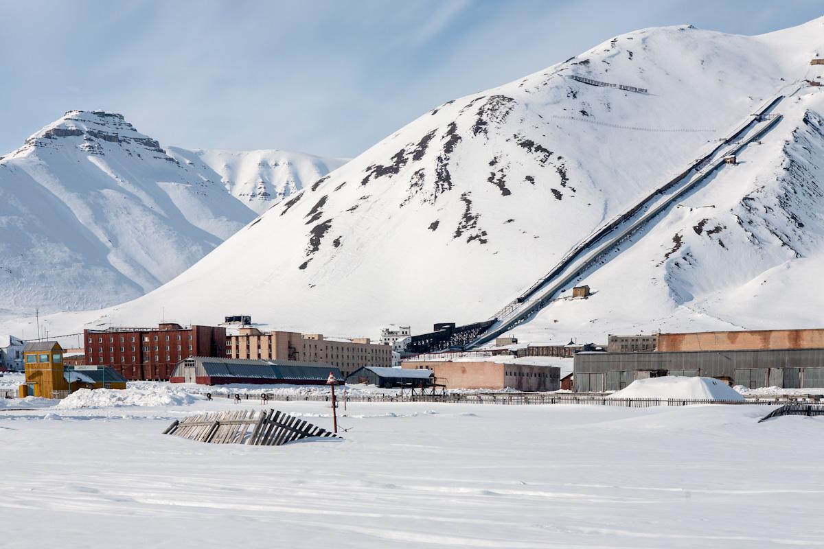 arktis arctic spitzbergen svalbard billefjord pyramiden verlassener ort lost places winter snow schnee