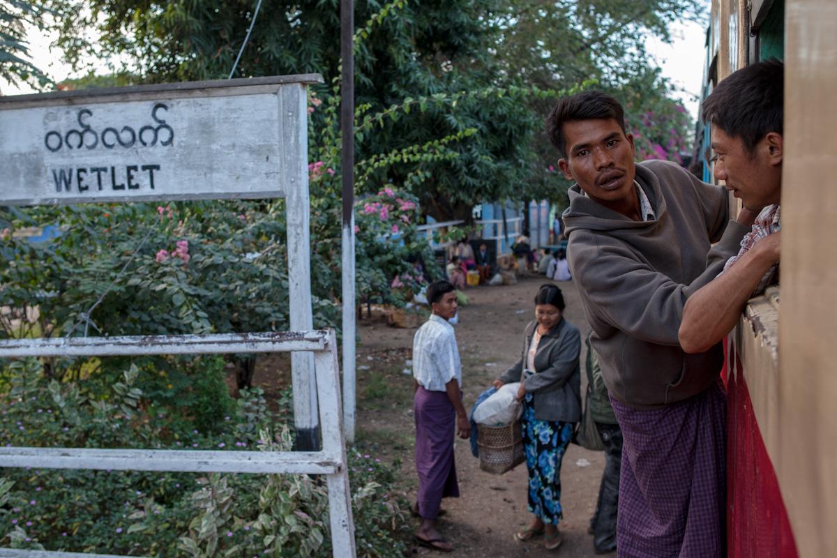 Asien Asia Myanmar Burma Birma Mandalay Myitkina Zug Train wetlet