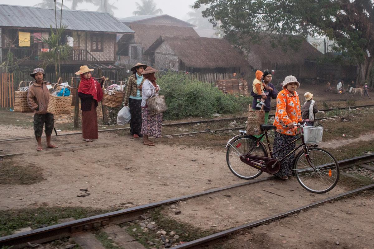 Asien Asia Myanmar Burma Birma Mandalay Myitkyina Zug Train mawlu