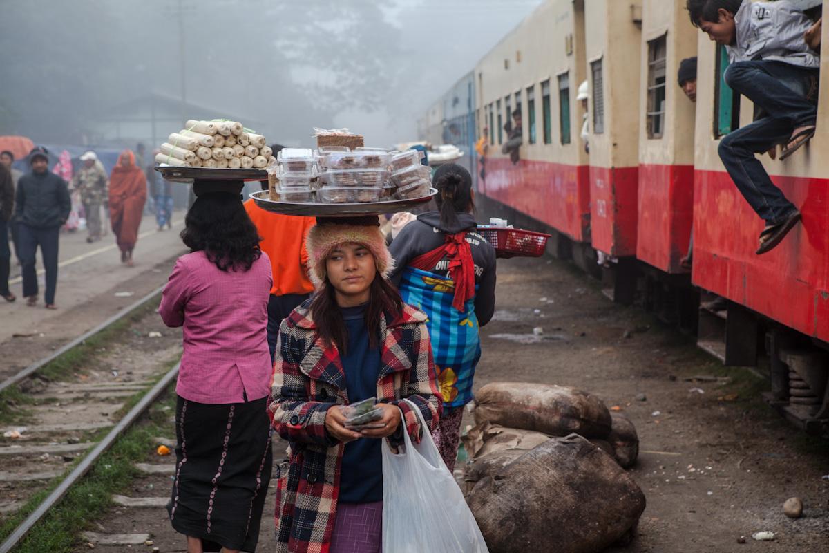 Asien Asia Myanmar Burma Birma Mandalay Myitkina Zug Train mohnyin railwaystation bahnhof