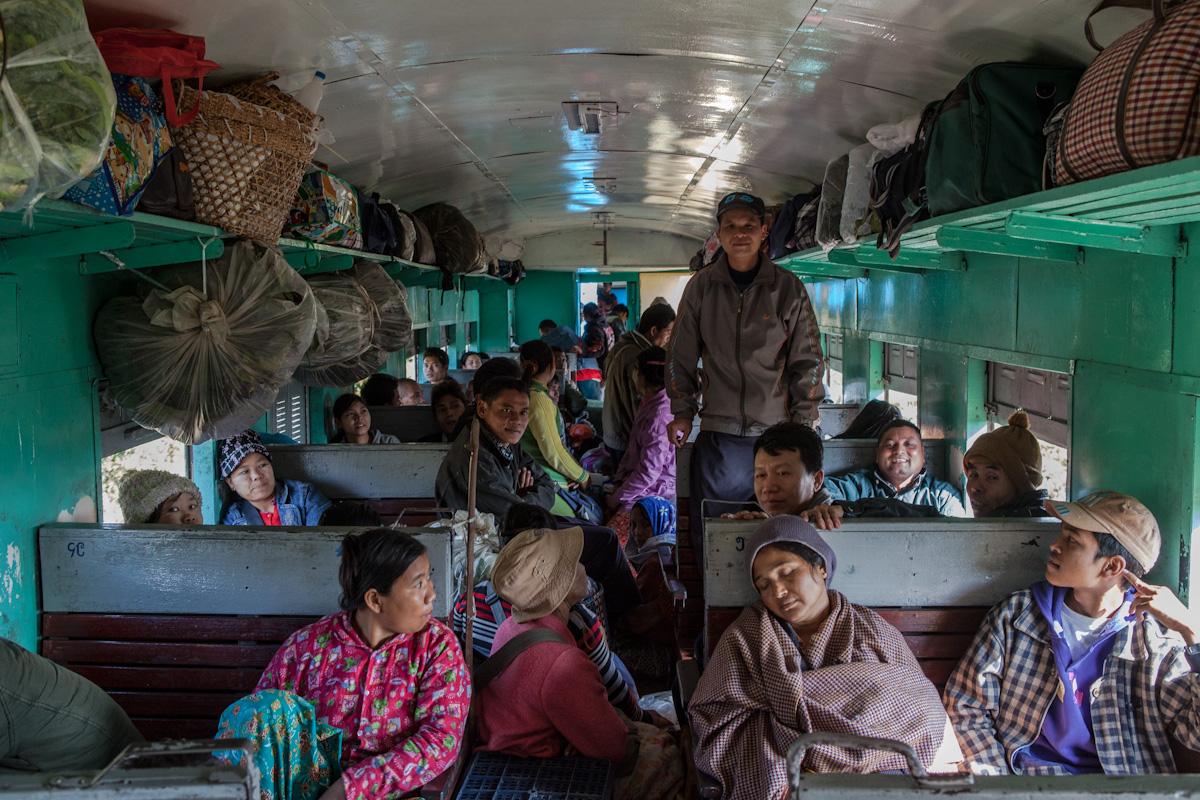 Asien Asia Myanmar Burma Birma Mandalay Myitkyina Zug Train hopin kahin staat