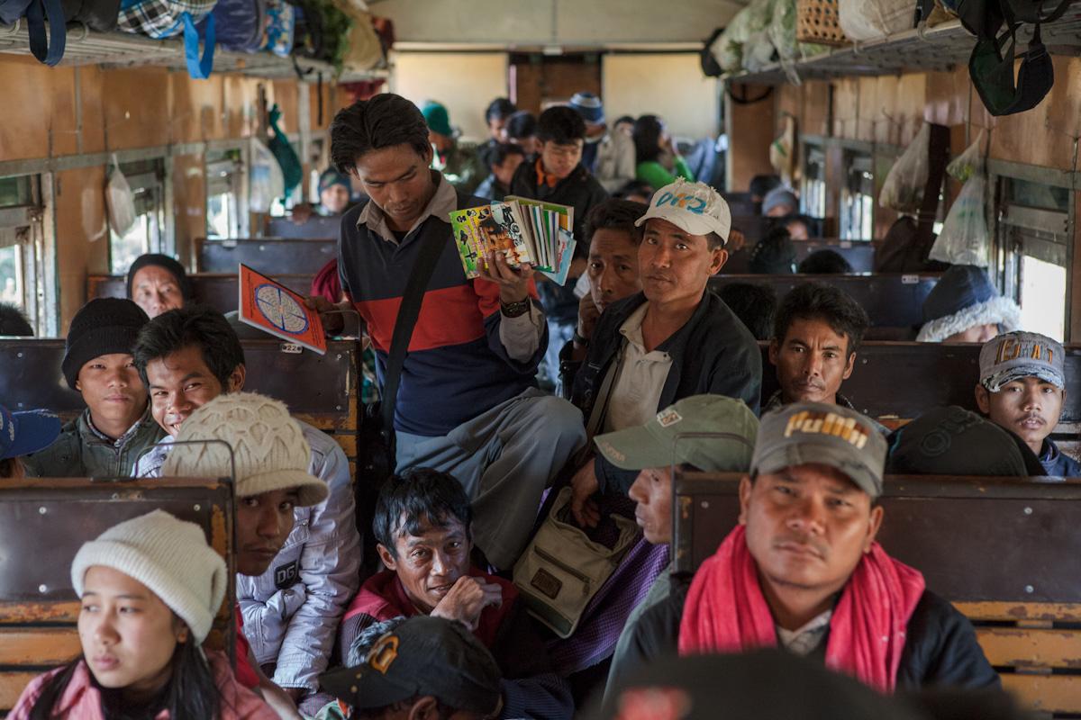 Asien Asia Myanmar Burma Birma Mandalay Myitkyina Zug Train kachin staat