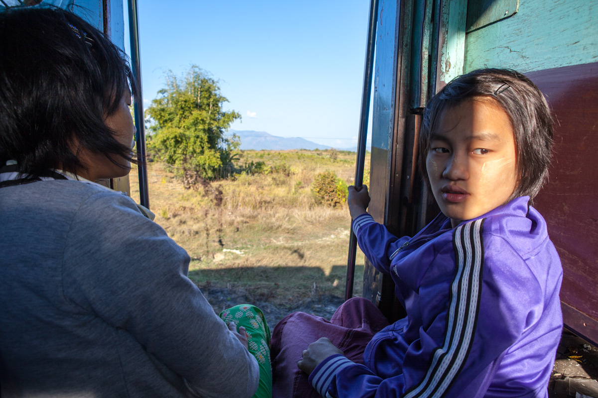 Asien Asia Myanmar Burma Birma Mandalay Myitkyina Zug Train pidaung