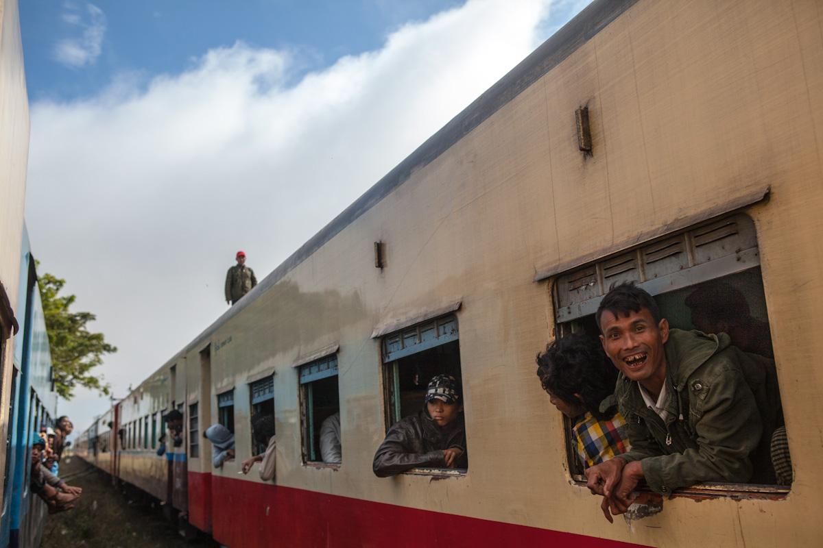 Asien Asia Myanmar Burma Birma Mandalay Myitkyina Zug Train sahmaw