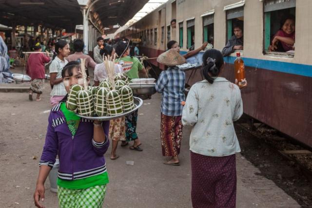 Asien Asia Myanmar Burma Birma Mandalay Myitkyina Zug Train naba sagaing-region