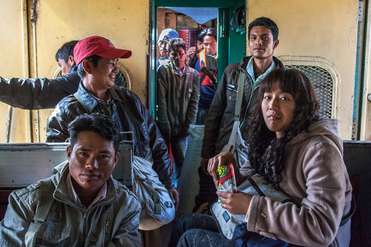 Asien Asia Myanmar Burma Birma Mandalay Myitkyina Zug Train pinbaw kachin staat