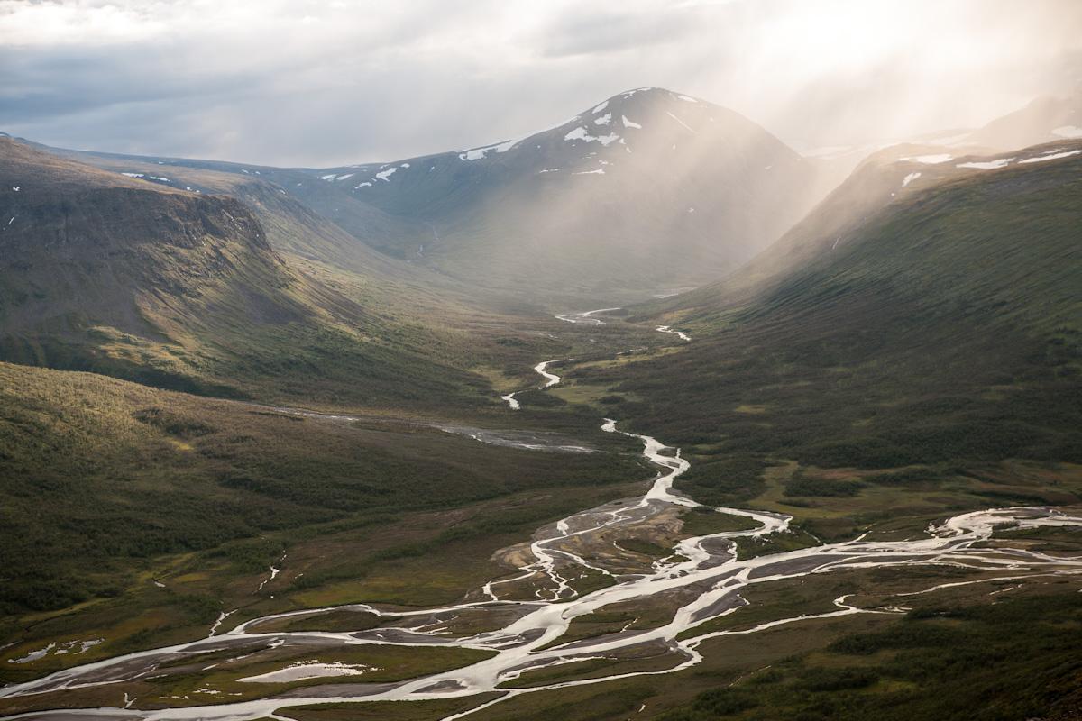 Skandinavien Scandinavia Schweden Sweden Sarek Nationalpark Wanderung Blick vom Laddebakte zum Sarvesvagge